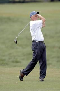 tommy-tuberville-texas-tech-playing-golf