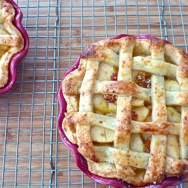 apple pie with tutorial on making pie crust