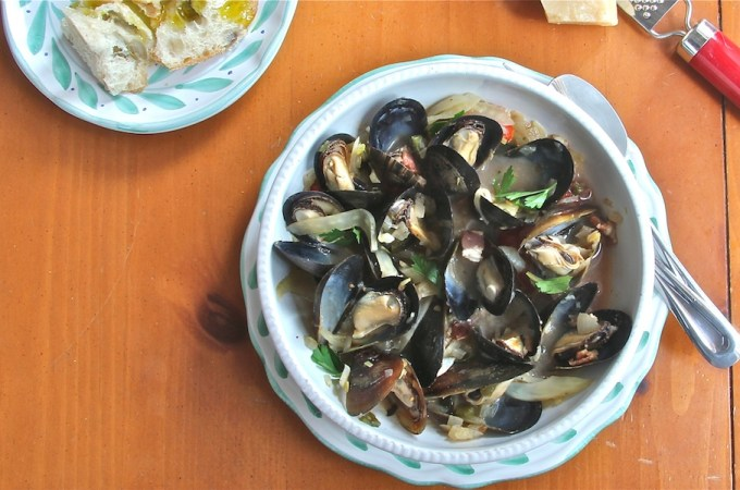 Steamed Mussels in White Wine with Fennel slider