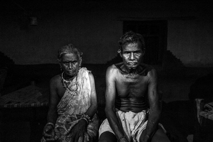 Raje and Birija, the septuagenarian parents of the slain Naxalite commander Rajita Usendi. Credit: Javed Iqbal