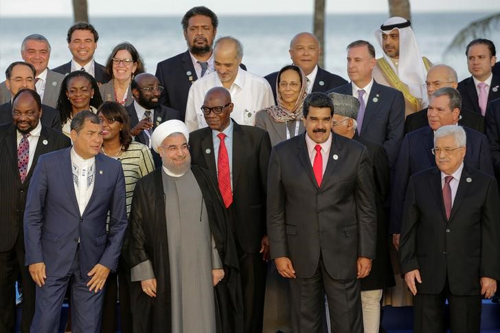 (bottom L-R) Ecuador's President Rafael Correa, Venezuela's President Nicolas Maduro, Iranian President Hassan Rouhani, Palestinian President Mahmoud Abbas and other presidents, leaders and head of delegations pose for a family photo during the 17th Non-Aligned Summit in Porlamar, Venezuela September 17, 2016. Credit: Reuters