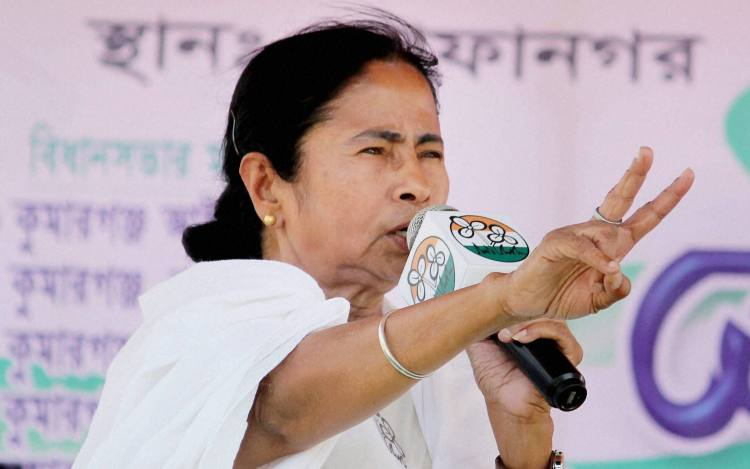 South Dinajpur: West Bengal Chief Minister Mamata Banerjee during an election rally at Safanagar in South Dinajpur district of West Bengal,on Sunday.PTI Photo(PTI4_10_2016_000223A)