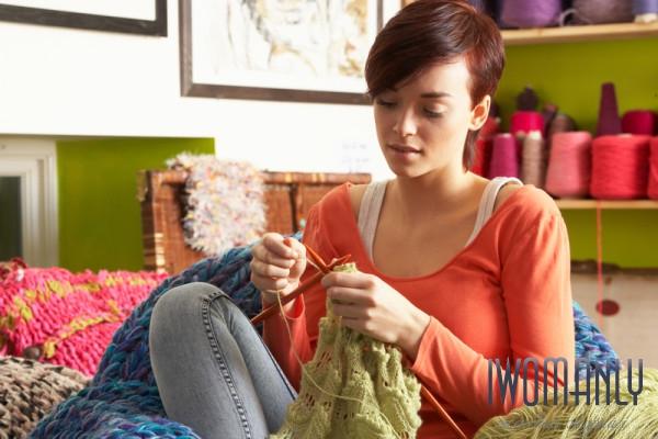 Почему беременным нельзя вязать и шить