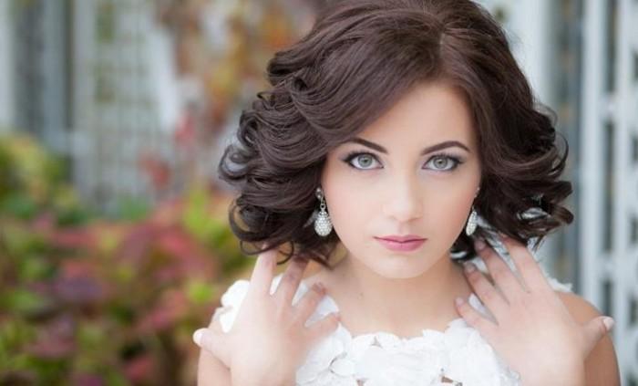 Свадебная прическа с локонами на короткие волосы