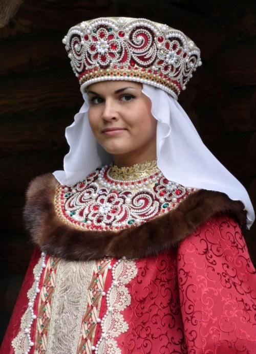 starinnyy_zhenskiy_golovnoy_ubor