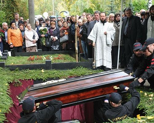 Беременные на похоронах примета 15