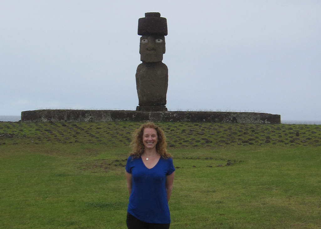 Ahu Tahai complex stands Ahu Kote Riku - The single Moai, Easter Island, Rapa Nui, Hanga Roa, Isla de Pascua, Chile, South America