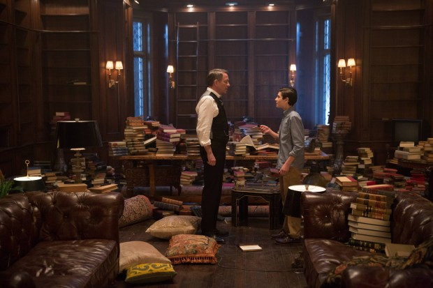 "GOTHAM: Alfred (Sean Pertwee, L) and Bruce (David Mazouz, R) find something in the ""All Happy Families Are Alike"" episode of GOTHAM airing Monday, May 4 (8:00-9:00 PM ET/PT) on FOX. ©2015 Fox Broadcasting Co. Cr: Jessica Miglio/FOX"