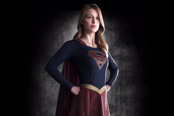 first-look-at-melissa-benoist-in-supergirl-costume