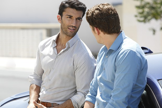 """Jane The Virgin -- """"Chapter Twenty-Three"""" -- Image Number: JAV201b_0105.jpg -- Pictured (L-R): Justin Baldoni as Rafael and Brett Dier as Michael -- Photo: Greg Gayne/The CW -- © 2015 The CW Network, LLC. All rights reserved."""