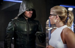 "Arrow -- ""The Recruits"" -- Image AR502a_0219b.jpg -- Pictured (L-R): Stephen Amell as Green Arrow and Emily Bett Rickards as Felicity Smoak -- Photo: Bettina Strauss/The CW -- © 2016 The CW Network, LLC. All Rights Reserved."