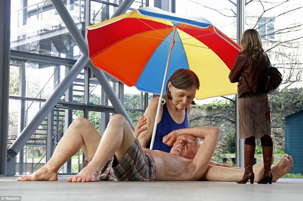 Ron Mueck - Couple under an Umbrella 2013