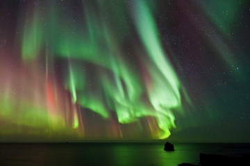 Aurora Borealis dances over the Arctic Ocean