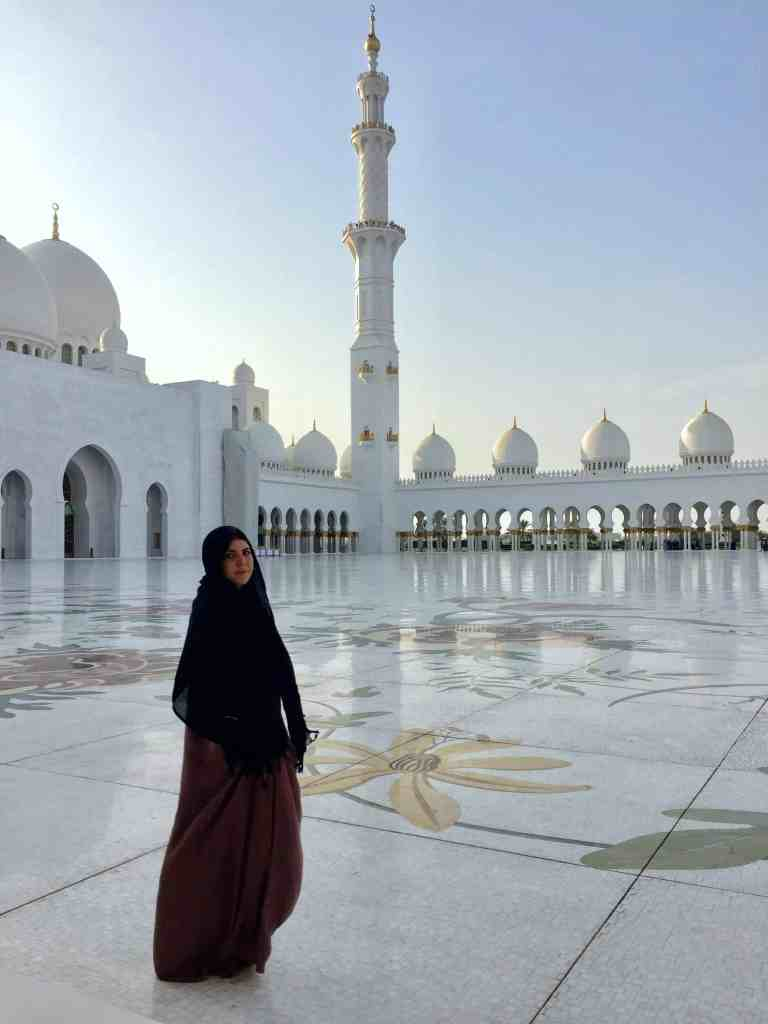 TRAVEL TIPS FOR VISITING THE GRAND MOSQUE ABU DHABI