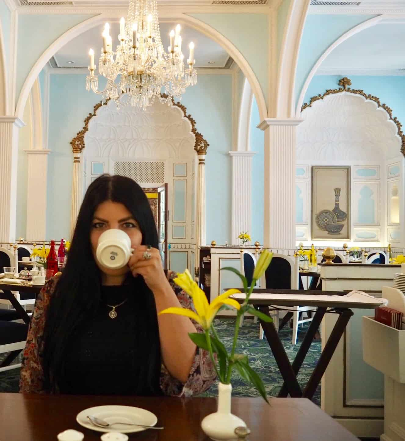 eating alone at restaurants while travelling solo