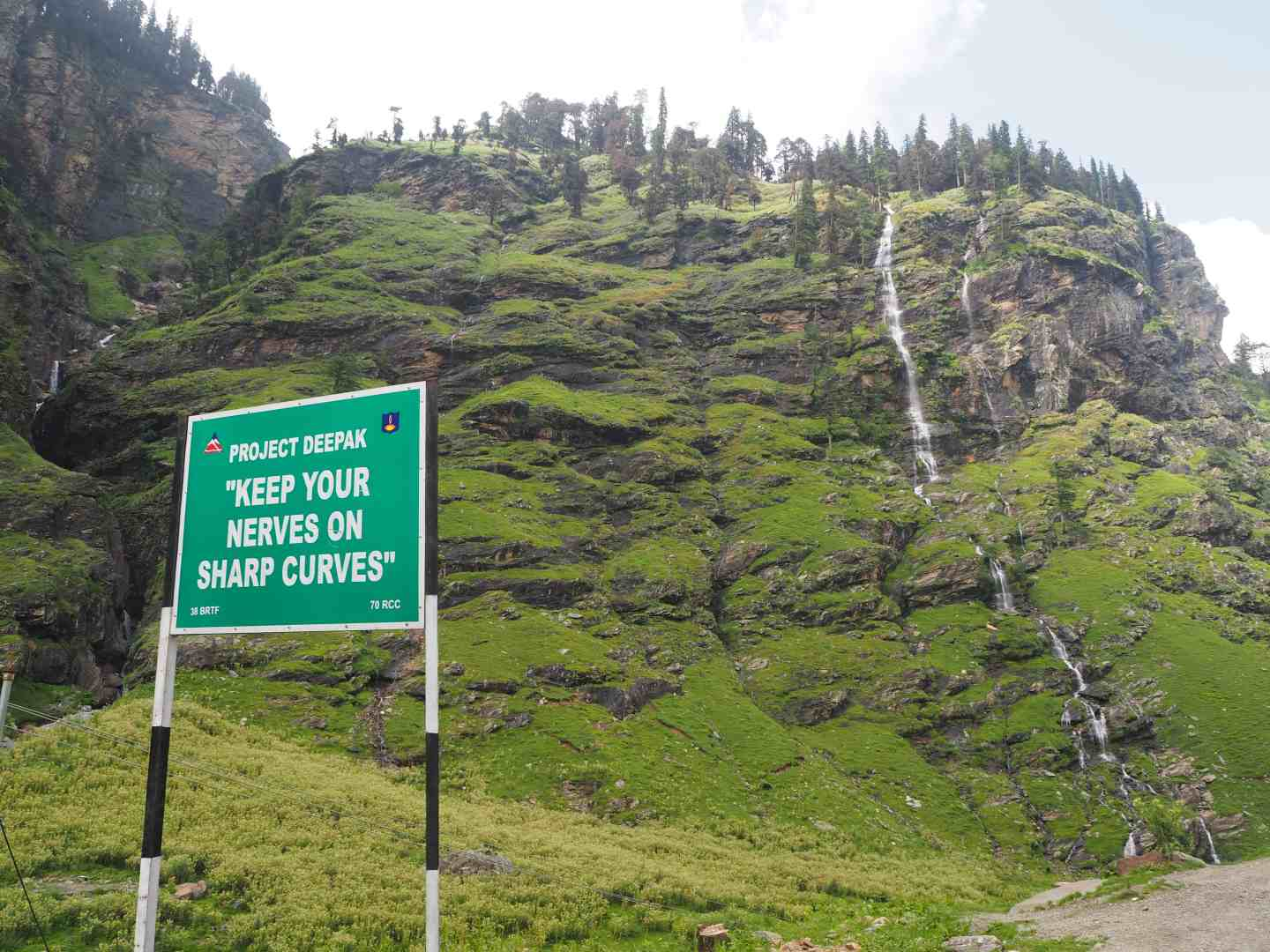 rohtang pass dangerous road