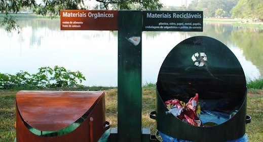 Two bin structure offering organics and recyclables disposal. Parque do Ibirapuera, São Paulo