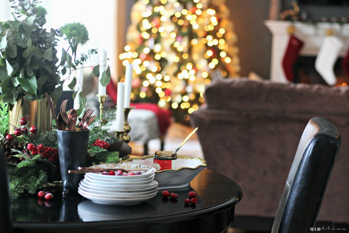 A Merry & Metallic Christmas Home | The Family Room | Pink Door Holiday Tour 2016