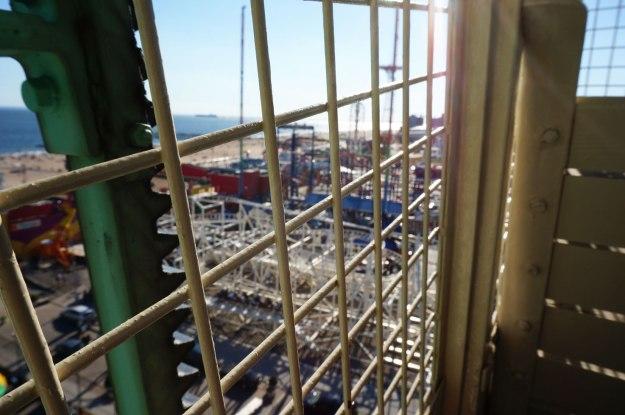 coney-island-wonder-wall-car-rail