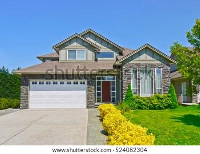 Luxury Family House Concrete Driveway Garage Stock Photo 524082304 - Shutterstock