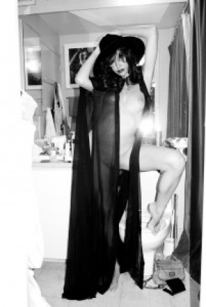 0d9593198343071 Paz de la Huerta Nude At Home by Terry Richardson