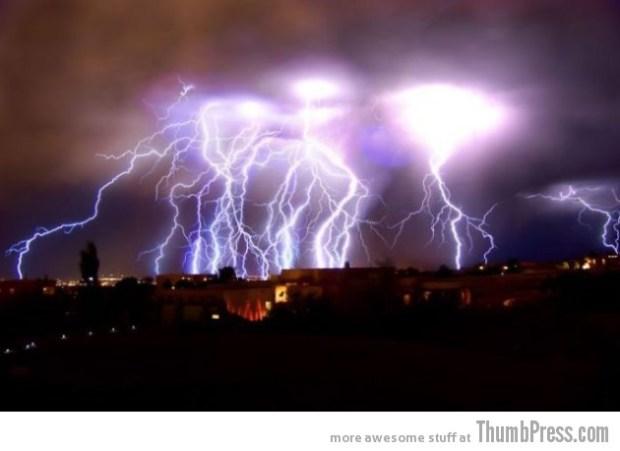 Lightning Thumbpress 11 630x458 Horrifying Lightning Storm Over Albuquerque, New Mexico