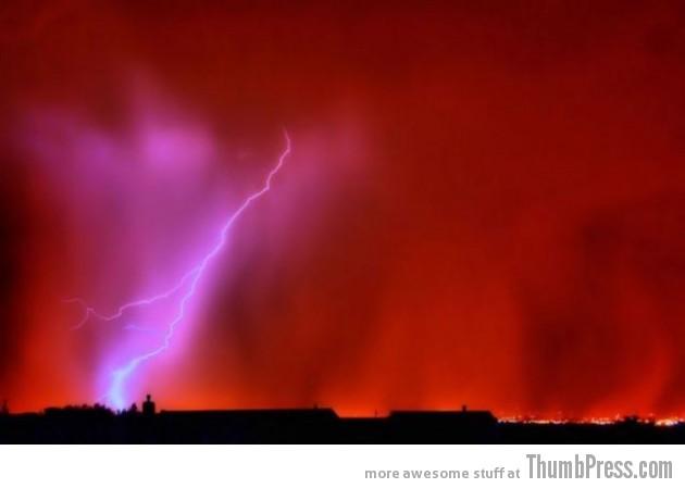Lightning Thumbpress 13 630x449 Horrifying Lightning Storm Over Albuquerque, New Mexico