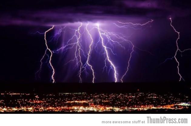 Lightning Thumbpress 20 630x415 Horrifying Lightning Storm Over Albuquerque, New Mexico