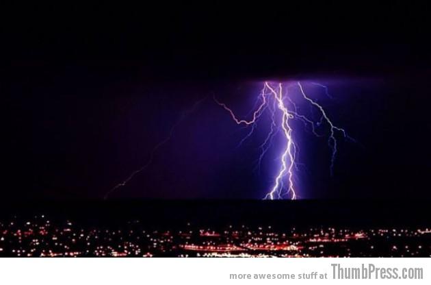Lightning Thumbpress 21 630x416 Horrifying Lightning Storm Over Albuquerque, New Mexico