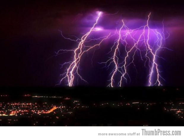Lightning Thumbpress 23 630x472 Horrifying Lightning Storm Over Albuquerque, New Mexico