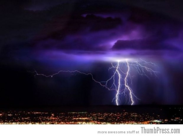 Lightning Thumbpress 30 630x466 Horrifying Lightning Storm Over Albuquerque, New Mexico