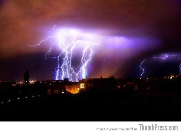 Lightning Thumbpress 7 630x462 Horrifying Lightning Storm Over Albuquerque, New Mexico
