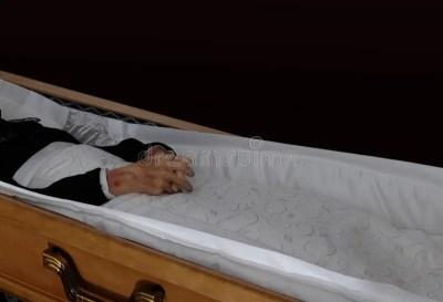 Leiche im Sarg stockfoto. Bild von beerdigung, sonderkommando - 67386146