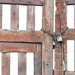 Thumbs Dreamstime Combold Wooden Gate Lock Chain