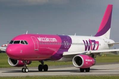 A320 Wizz Air fotografia editoriale. Immagine di volo - 35877302