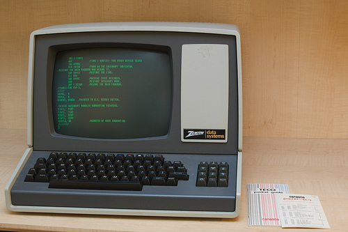 real text is edited in black and green (picture: Zenith Z-19 Terminal, by ajmexico, used under CC-BY)