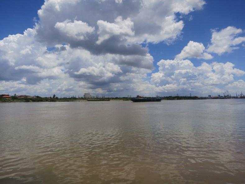 The river that runs through Ho Chi Minh City/ 流經胡志明的河
