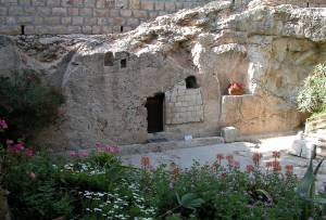 The Garden Tomb, owned and maintained by the Protestant Garden Tomb Association of London, is a popular alternative to the site of the Church of the Holy Sepulchre because of its peaceful setting and lack of religious paraphernalia.
