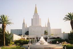Oakland_Temple_fountain (1)