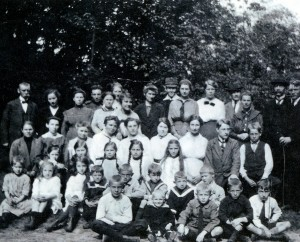 Group photo's are our present tool for identity: the Utrecht ward (Netherlands) in 1917