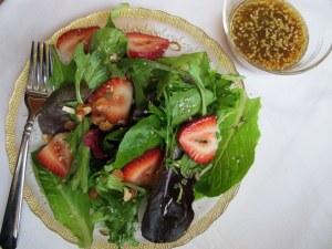04Savory_Strawberry_Salad_1024x768