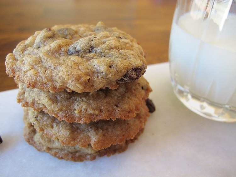 05Chewy_Oatmeal_Raisin_Cookies_1024x768