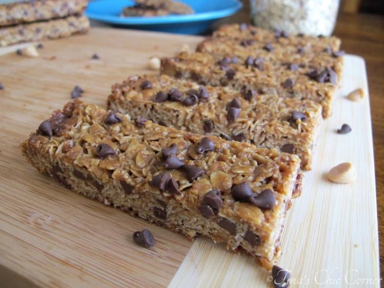 11Peanut Butter Chocolate Chip Granola Bars