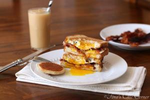 Egg in a Bread Sandwich07