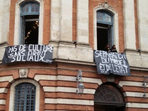 Protesters occupy part of Le capitole
