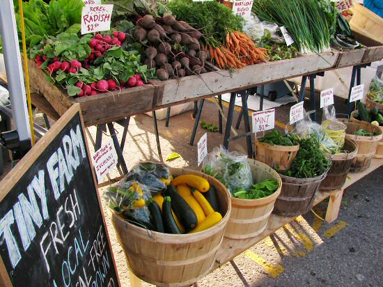Farmers' market August 2011