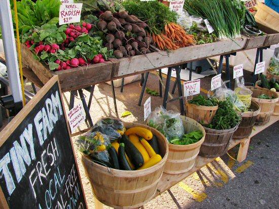 Farmers' market August 2011