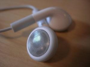 clean_earbud