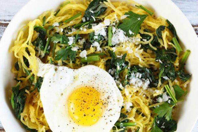 SpaghettiSquashwithSpinachParmesanandaFriedEgg