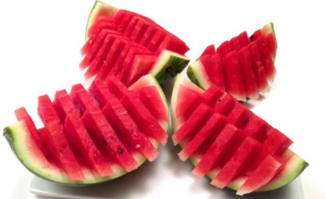 QuickandEasyWatermelonCuttingTrick